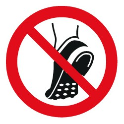 Metallbeschlagenes Schuhwerk verboten (P035)