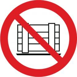 Etikett Abstellen oder Lagern verboten (P023)