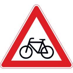 Radfahrer kreuzen