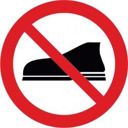 Betreten mit Schuhen verboten